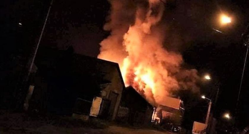 Pożary, Płonęły budynki samochód osobowy [zdjęcia] - zdjęcie, fotografia