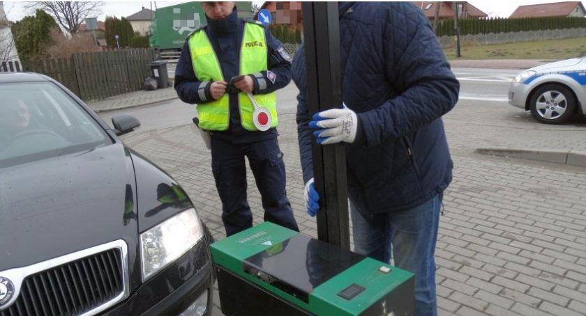 Działania Prewencyjne, Policjanci sprawdzali oświetlenie pojazdów Ponad kontroli ciechanowskich drogach - zdjęcie, fotografia