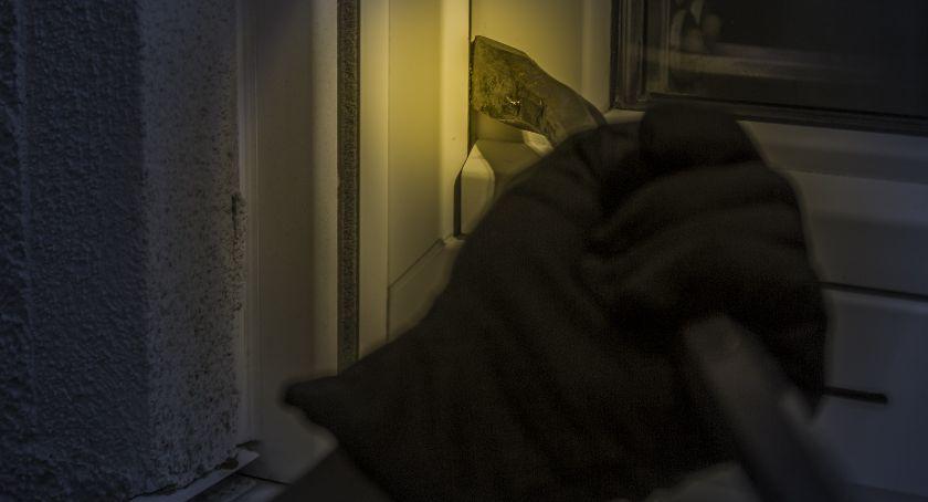 Kradzieże i włamania, Włamania ciechanowskich osiedlach Policja ostrzega - zdjęcie, fotografia