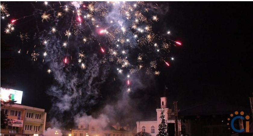 Samorząd, Sylwester Ciechanowie ponownie imprezy przed ratuszem Dlaczego - zdjęcie, fotografia