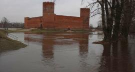 Wzrasta poziom wody w Łydyni. Rzeka wylała w Ciechanowie (zdjęcia)