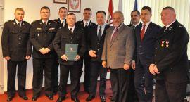 Strażak udzielił pomocy nastolatce rannej w wypadku pod Ciechanowem. Został nagrodzony (zdjęcia)