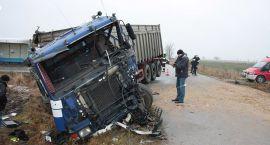 Zderzenie dwóch ciężarowek. Kierowcy w ciężkim stanie trafili do szpitala (zdjęcia)