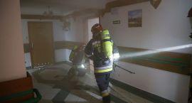 Pożar i ewakuacja Domu Pomocy Społecznej. Strażacy doskonalili swoje umiejętności (zdjęcia)