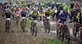 W błocie i kałużach - kolarze rywalizowali w Ciechanowie (zdjęcia)