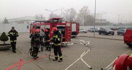 Działania straży pożarnej w zakładzie na Mleczarskiej (zdjęcia)