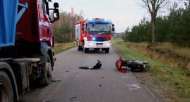 Motorowerzysta zderzył się z ciężarówką (zdjęcia)