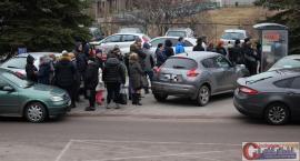 Wasze Info: Kilkadziesiąt osób w kolejce do parkometru przy szpitalu