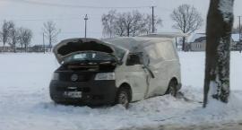 Wasze Info: Bus uderzył w drzewo pod Ciechanowem (zdjęcia)