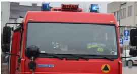 Karetka z chorym utknęła w błocie. Pomogli strażacy