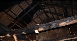 Pożar domu w pow. ciechanowskim. Ogień gasiło sześć zastępów straży pożarnej (zdjęcia)