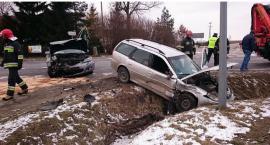 Doprowadził do zderzenia osobówek pod Ciechanowem. Stracił prawo jazdy (zdjęcia)