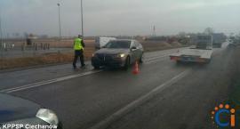 Trzy samochody zderzyły się w pobliżu centrum handlowego pod Ciechanowem [zdjęcia]