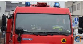 Mieszkaniec Ciechanowa krzyczał i wzywał pomocy. Strażacy musieli wyważyć drzwi