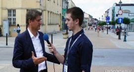 Janusz Palikot na ciechanowskim deptaku - wywiad wideo
