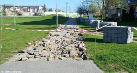 W Ciechanowie remontują kolejne chodniki