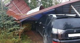 Wiatr zrywał dachy w powiecie ciechanowskim. Kilkadziesiąt interwencji strażaków [zdjęcia]