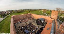 Majówkowe atrakcje w Ciechanowie: koncerty Quebonafide i Raz Dwa Trzy, wydarzenia na błoniach