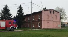 Pożar w budynku wielorodzinnym w Glinojecku [zdjęcia]