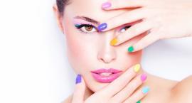 Kolorowy zawrót głowy – poznaj najnowsze trendy w letnim makijażu
