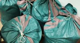 Nielegalny towar trzymali w workach. Wpadka dwojga mieszkańców Ciechanowa
