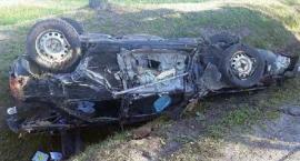 Poranny wypadek: Honda czołowo zderzyła się z ciężarówką