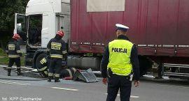 Ciężarówka płonęła przed komendą (zdjęcia)