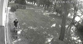AKTUALIZACJA: Napadł w parku na kobietę. Poszukuje go ciechanowska policja [wideo/zdjęcia]