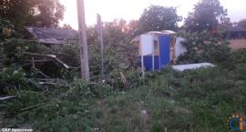 Uszkodzone budynki, połamane drzewa - ok. 100 interwencji po nawałnicach w powiecie [zdjęcia]