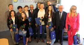 Uczniowie z Ciechanowa nagrodzeni za sukcesy w nauce [zdjęcia]