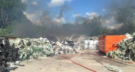 Strażacy w akcji na terenie składowiska odpadów w Ciechanowie [zdjęcia]