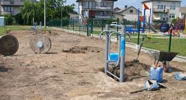 W Glinojecku powstaje siłownia zewnętrzna oraz boiska do siatkówki i badmintona