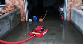 Zalania i podtopienia w Glinojecku. Kilkadziesiąt interwencji strażaków [zdjęcia]