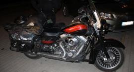Przewrócony motocykl, ranna nastolatka