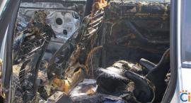 Na parkingu przy kościele spłonął samochód [zdjęcia]