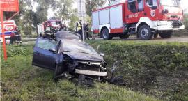 Opel dachował w rowie. Wcześniej zderzył się z innym pojazdem [zdjęcia]