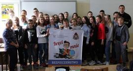 Spotkania strażaków z uczniami ciechanowskich szkół [zdjęcia]