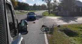 Rowerzysta wjechał pod koła Fiata [zdjęcia]