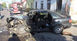 Pijany kierowca Audi uderzył w naczepę. Cztery osoby ranne