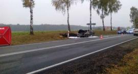 Tragedia na drodze: Wysiadł z płonącego Fiata i wpadł pod koła innego auta