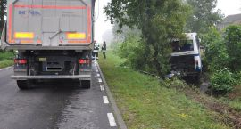 Ciężarówka zepchnęła do rowu autobus PKS Ciechanów