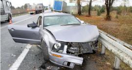 Wyprzedzał w niedozwolonym miejscu i uderzył w ciężarówkę [zdjęcia]