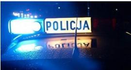 Nastoletni kierowca Audi uderzył w latarnię przy stacji paliw