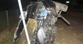Lexus uderzył w hydrant i znak drogowy. W środku czworo nastolatków [zdjęcia]