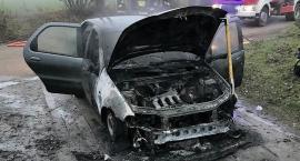 Fiat zapalił się w czasie jazdy [zdjęcia]