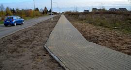Nowy chodnik i przejście dla pieszych na osiedlu Płońska