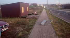 Wasze Info: Pijany kierowca taxi uderzył w barierki na pętli miejskiej i uciekł [zdjęcia]