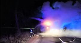 Ciężarówka zapaliła się podczas jazdy [zdjęcia]