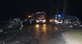 Trzy osoby ranne po zderzeniu osobówek [zdjęcia]