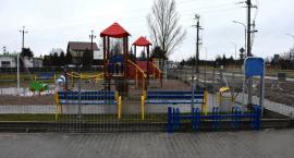 Gotowy dojazd i ogrodzenie przy placu zabaw w Ciechanowie